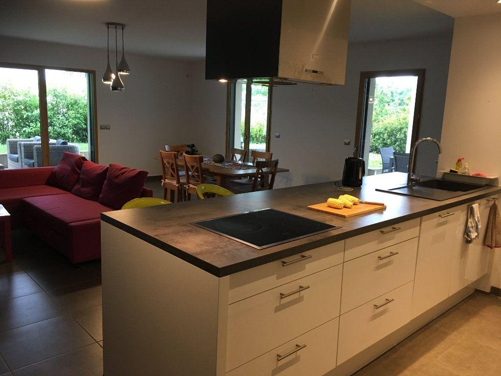 Appartement à louer 4 127.12m2 à Divonne-les-Bains vignette-3