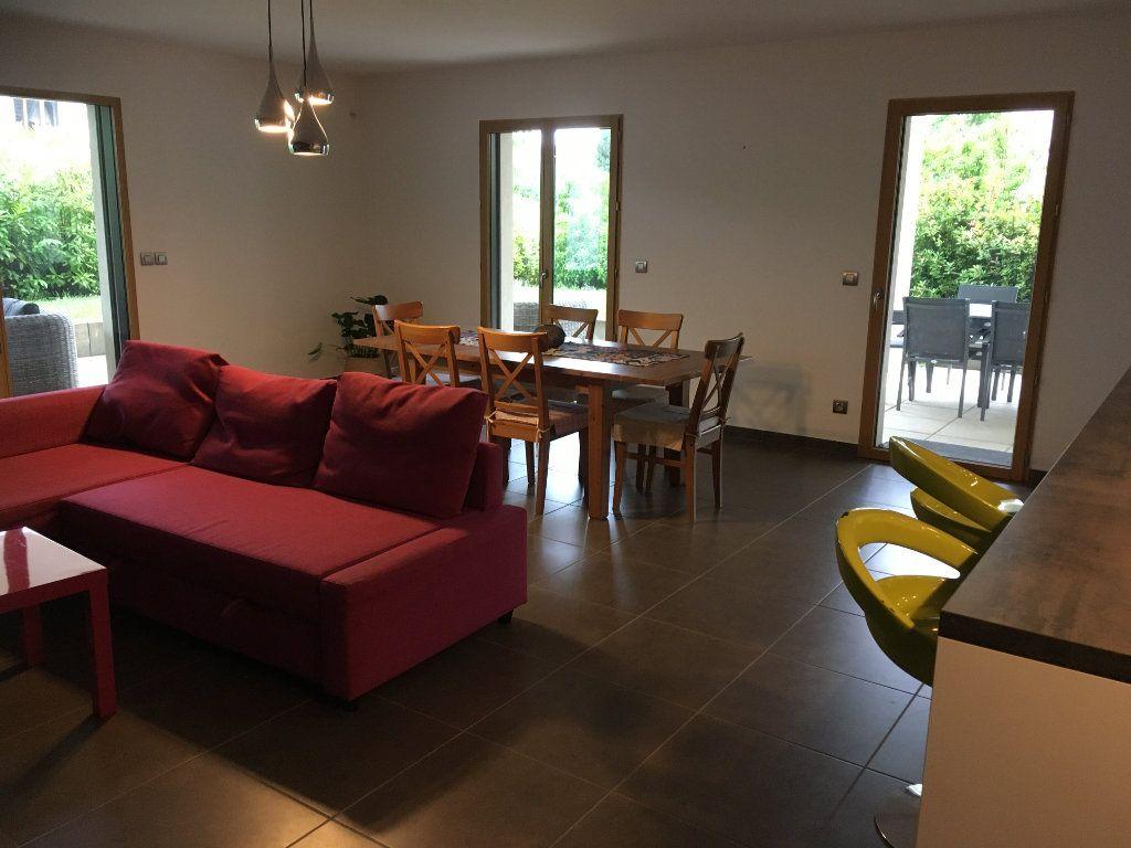 Appartement à louer 4 127.12m2 à Divonne-les-Bains vignette-5