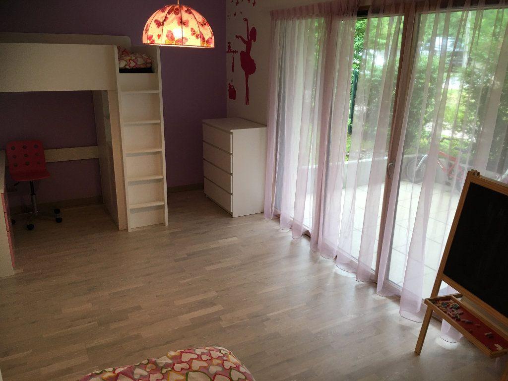 Appartement à louer 4 127.12m2 à Divonne-les-Bains vignette-10