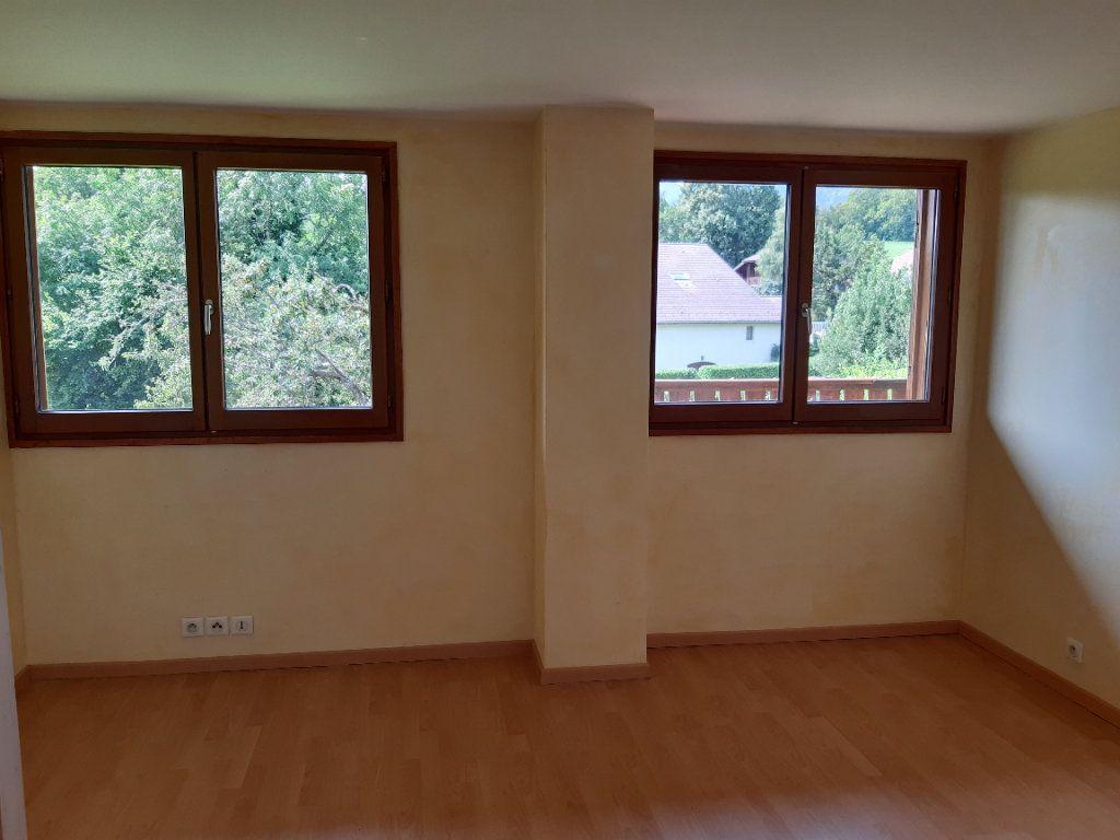 Appartement à louer 5 135.87m2 à Vesancy vignette-4