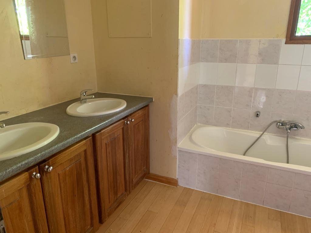 Appartement à louer 5 135.87m2 à Vesancy vignette-8