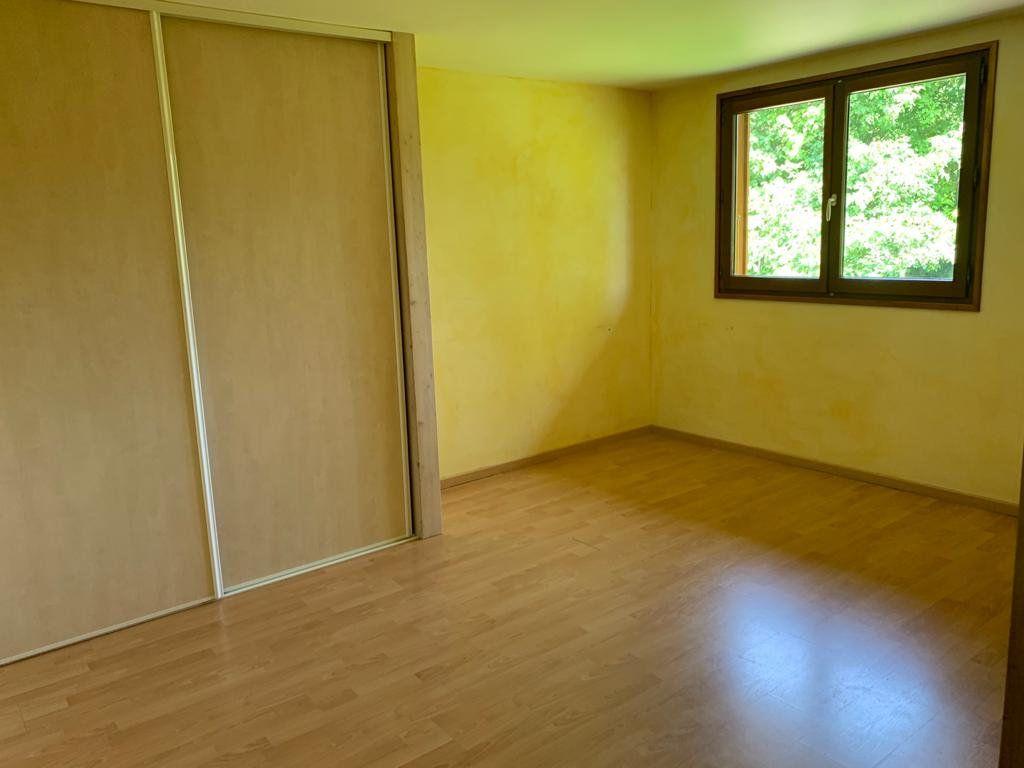 Appartement à louer 5 135.87m2 à Vesancy vignette-12