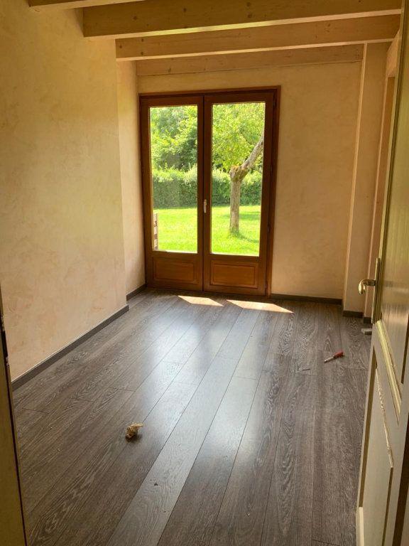 Appartement à louer 5 135.87m2 à Vesancy vignette-13