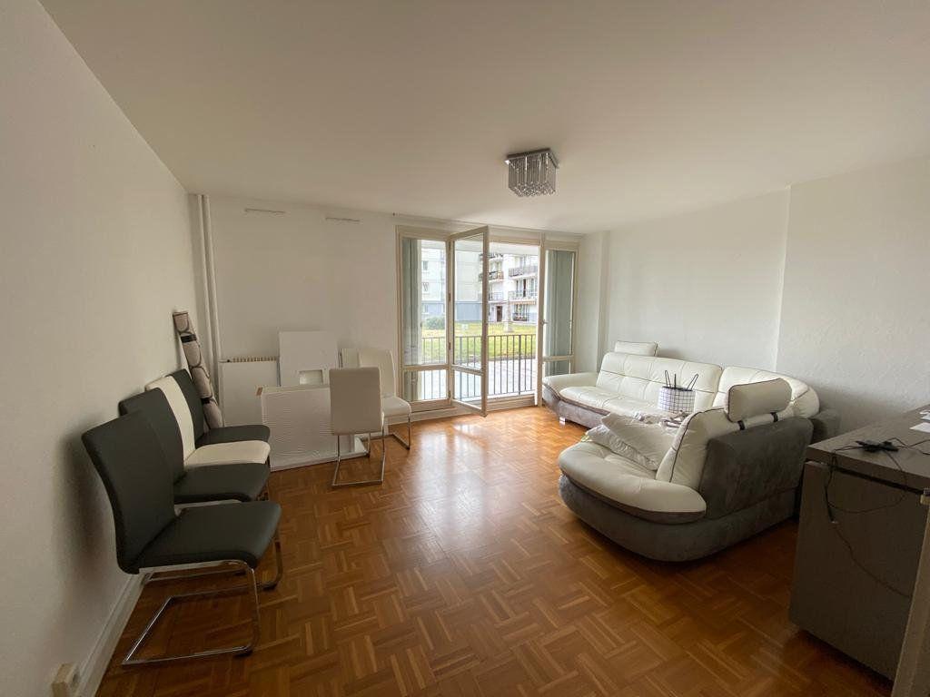 Appartement à louer 3 67.51m2 à Ferney-Voltaire vignette-1