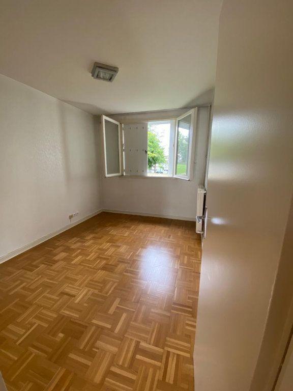 Appartement à louer 3 67.51m2 à Ferney-Voltaire vignette-2