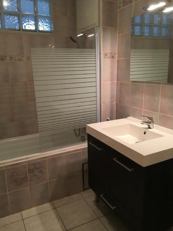Appartement à louer 3 67.51m2 à Ferney-Voltaire vignette-3