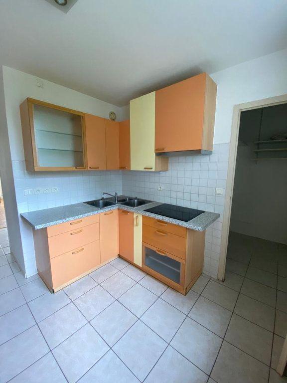 Appartement à louer 3 67.51m2 à Ferney-Voltaire vignette-4