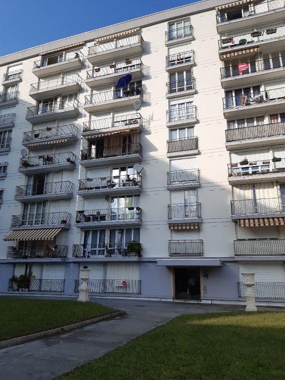 Appartement à louer 3 67.51m2 à Ferney-Voltaire vignette-9