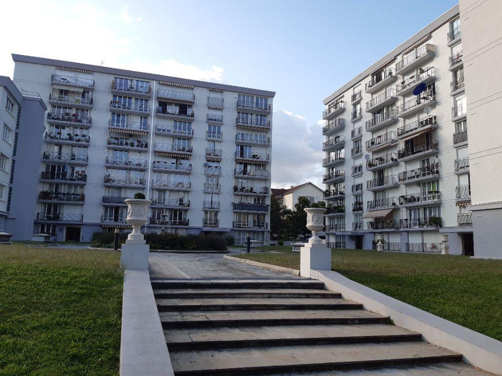 Appartement à louer 3 67.51m2 à Ferney-Voltaire vignette-10