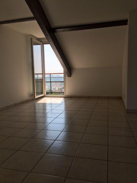 Appartement à louer 4 82.22m2 à Gex vignette-5