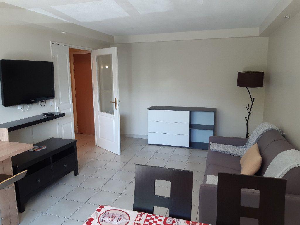 Appartement à louer 2 43.18m2 à Collonges vignette-1