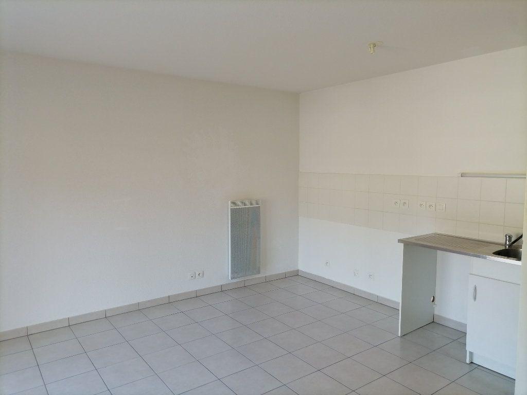 Appartement à louer 1 31.87m2 à Gex vignette-3