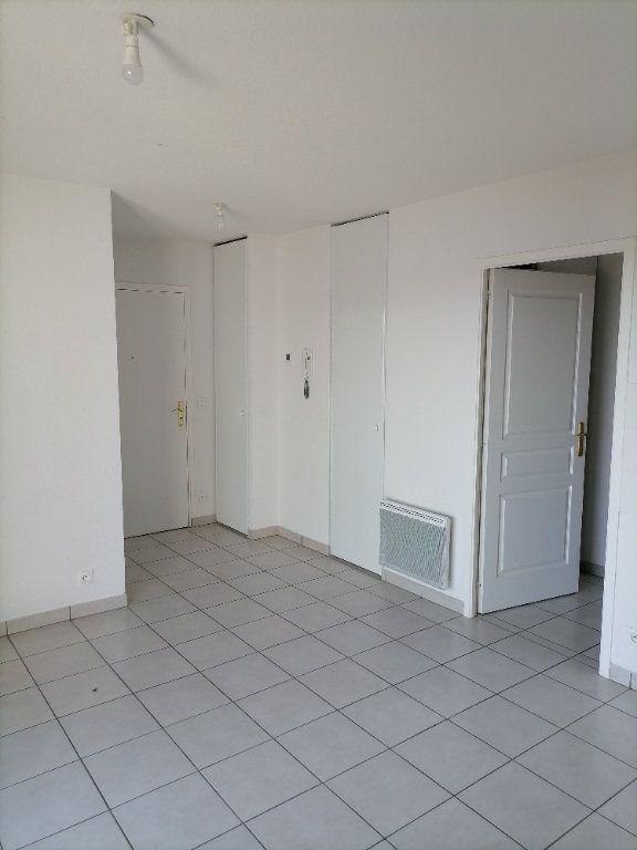 Appartement à louer 2 32.59m2 à Gex vignette-9