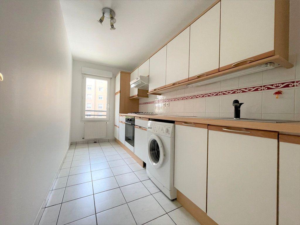 Appartement à louer 3 60.61m2 à Saint-Julien-en-Genevois vignette-1