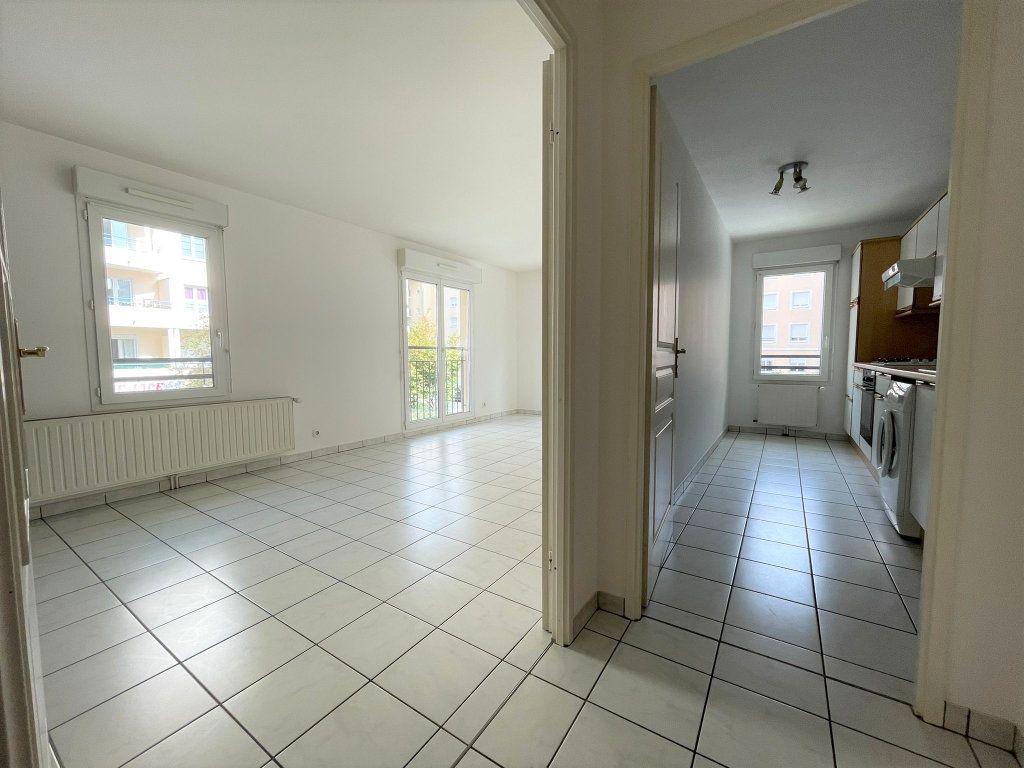 Appartement à louer 3 60.61m2 à Saint-Julien-en-Genevois vignette-2