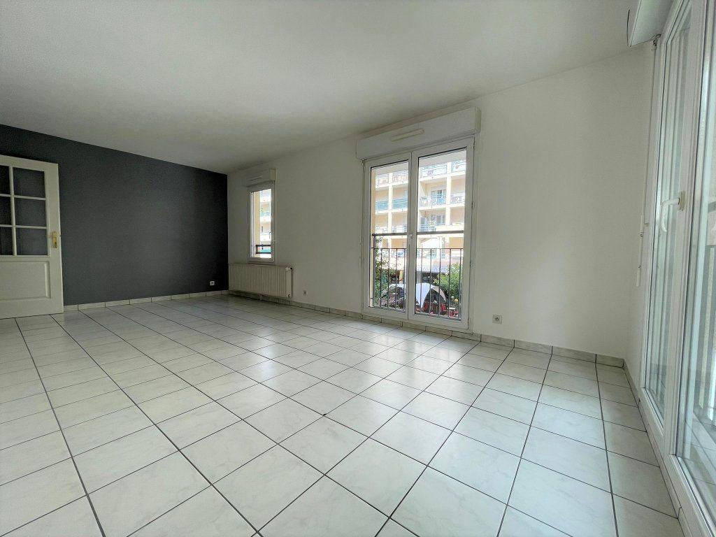 Appartement à louer 3 60.61m2 à Saint-Julien-en-Genevois vignette-3