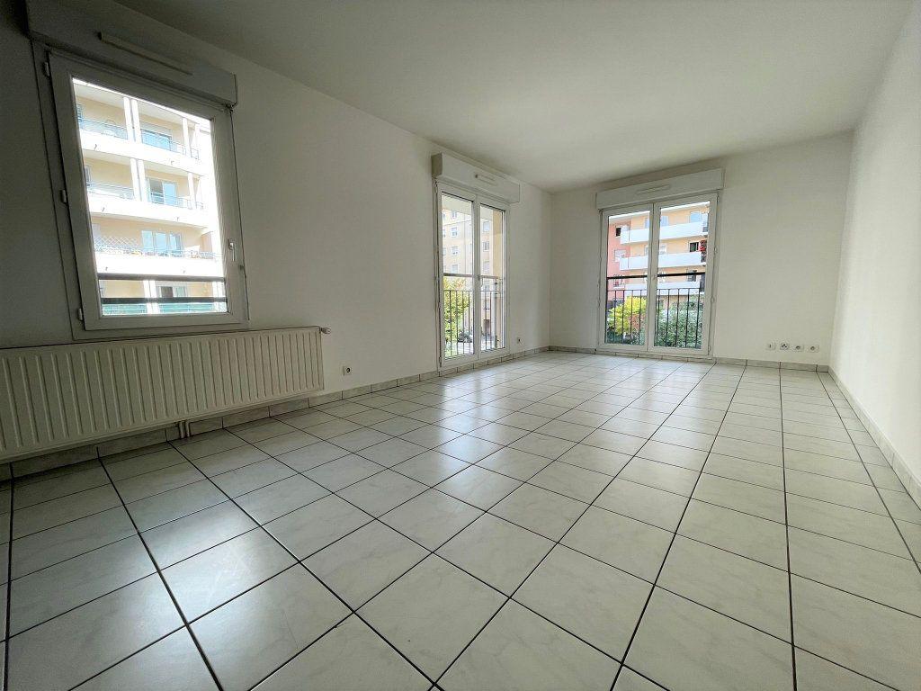 Appartement à louer 3 60.61m2 à Saint-Julien-en-Genevois vignette-4