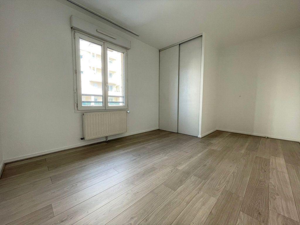 Appartement à louer 3 60.61m2 à Saint-Julien-en-Genevois vignette-5