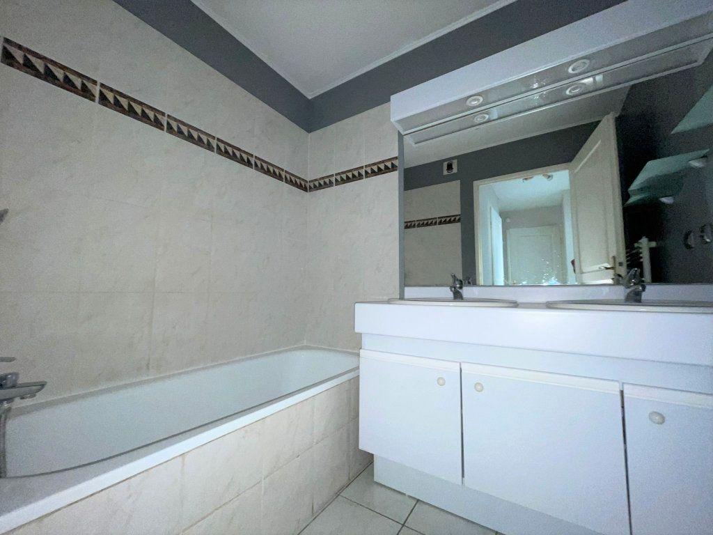 Appartement à louer 3 60.61m2 à Saint-Julien-en-Genevois vignette-7