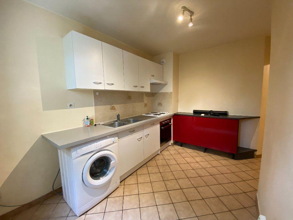 Appartement à louer 2 51.2m2 à Annemasse vignette-3