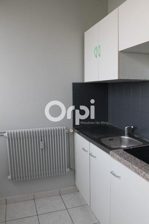 Appartement à louer 1 26m2 à Thionville vignette-3