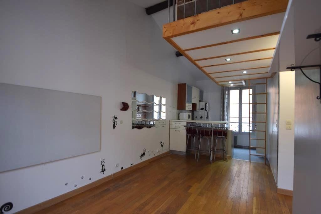 Appartement à louer 2 49m2 à Paris 11 vignette-1