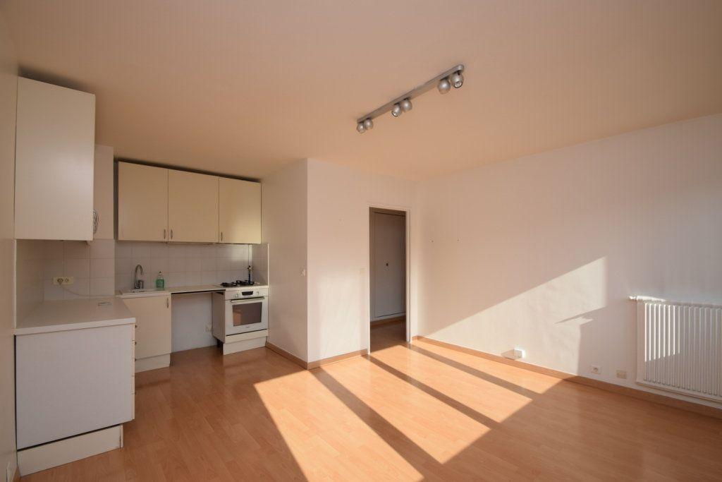 Appartement à louer 2 42.03m2 à Paris 11 vignette-1