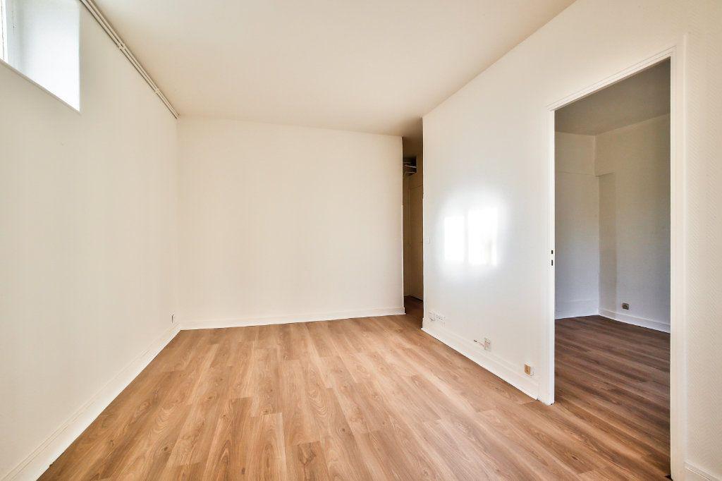 Appartement à louer 2 33.38m2 à Paris 16 vignette-5