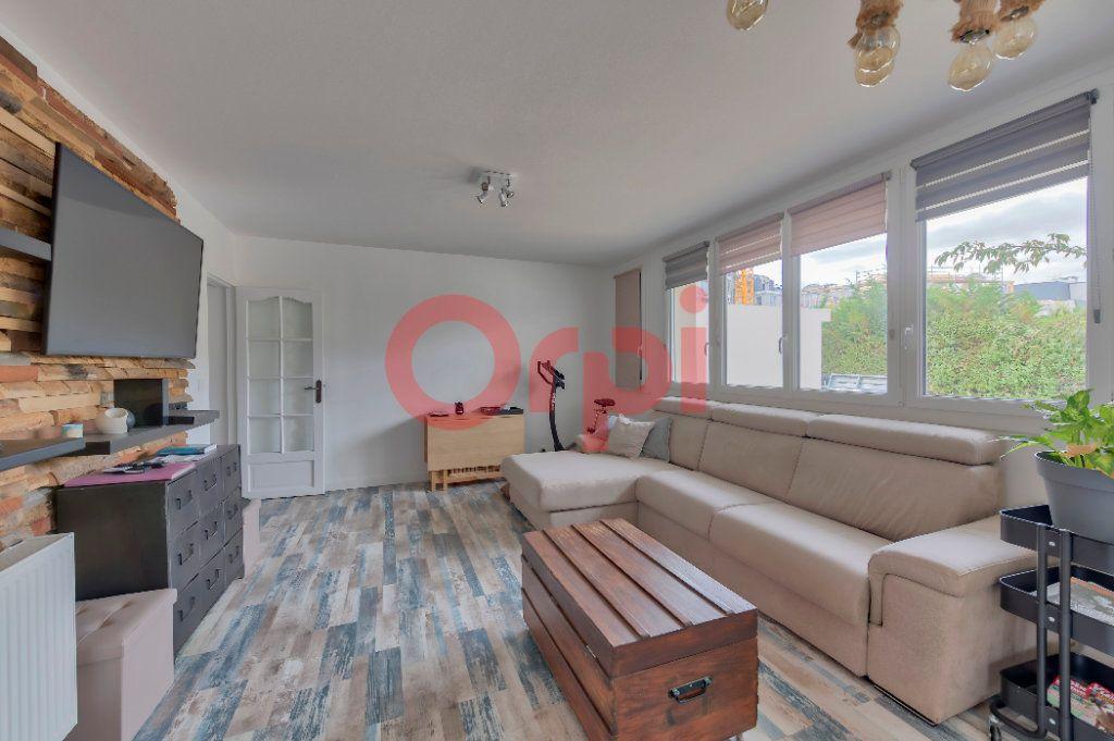 Appartement à vendre 4 74m2 à Noisy-le-Grand vignette-2