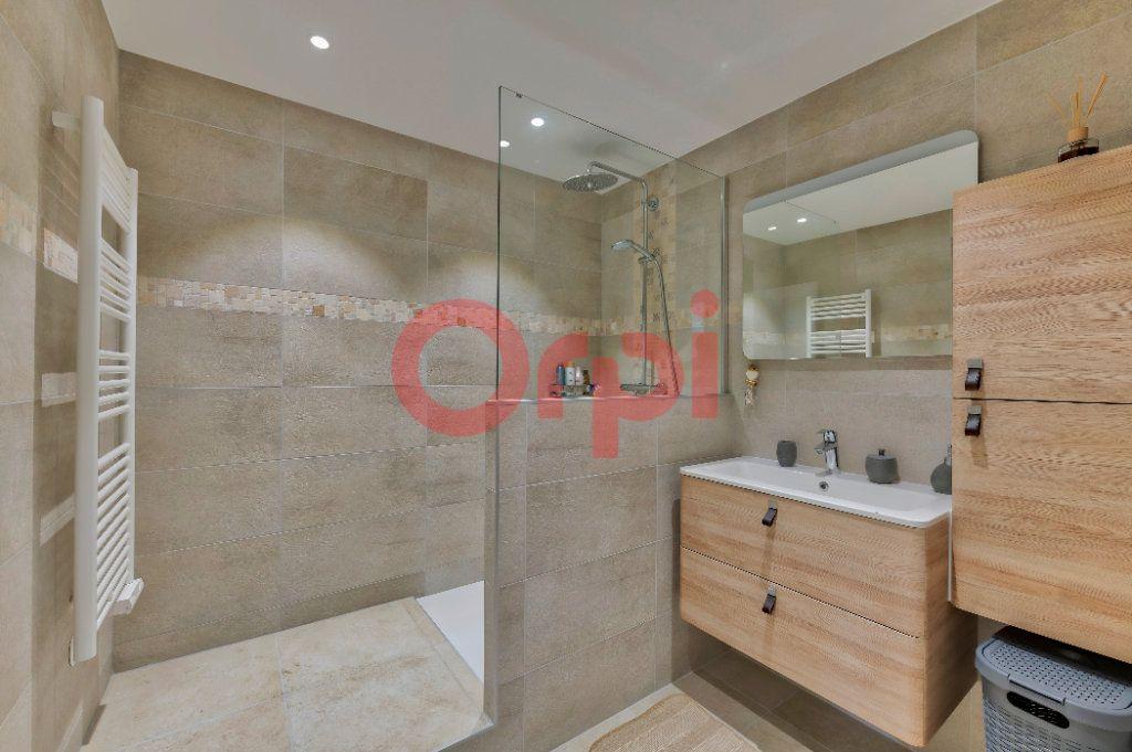 Appartement à vendre 4 74m2 à Noisy-le-Grand vignette-4