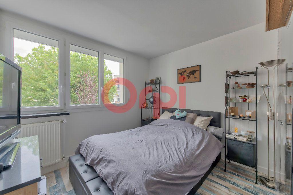 Appartement à vendre 4 74m2 à Noisy-le-Grand vignette-6