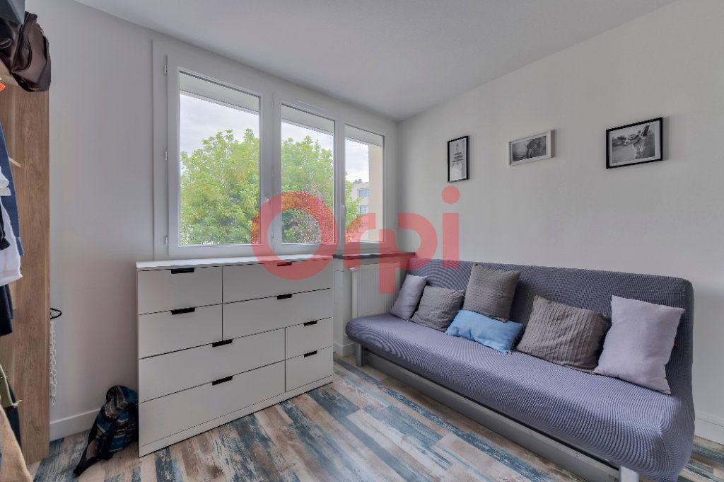 Appartement à vendre 4 74m2 à Noisy-le-Grand vignette-7