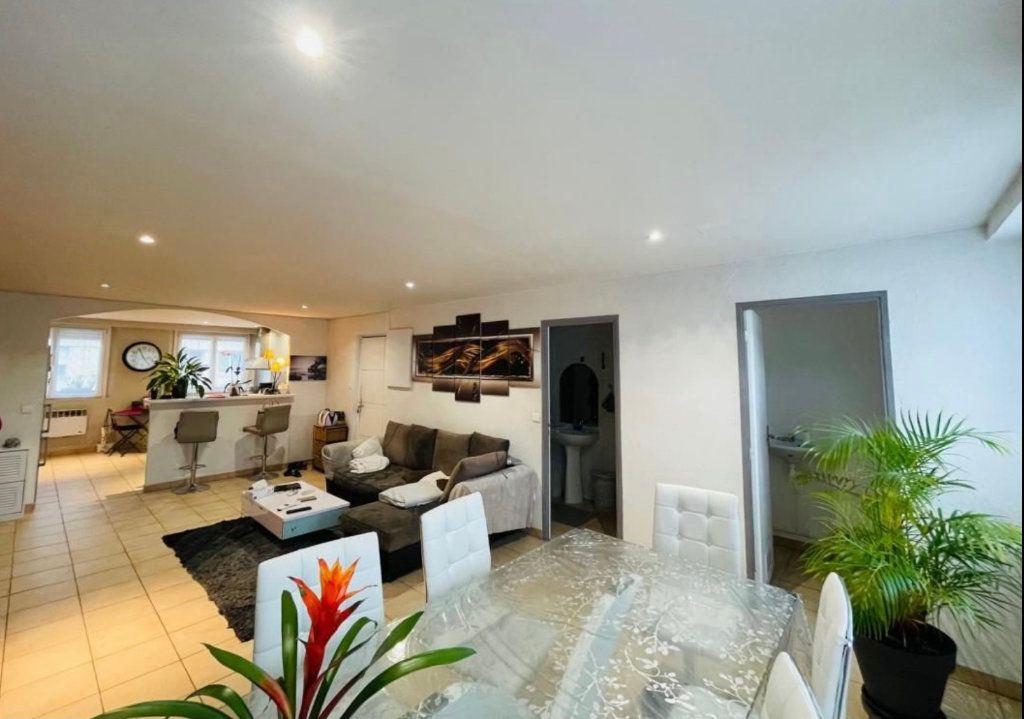 Appartement à vendre 3 88.43m2 à Saint-Laurent-du-Var vignette-1
