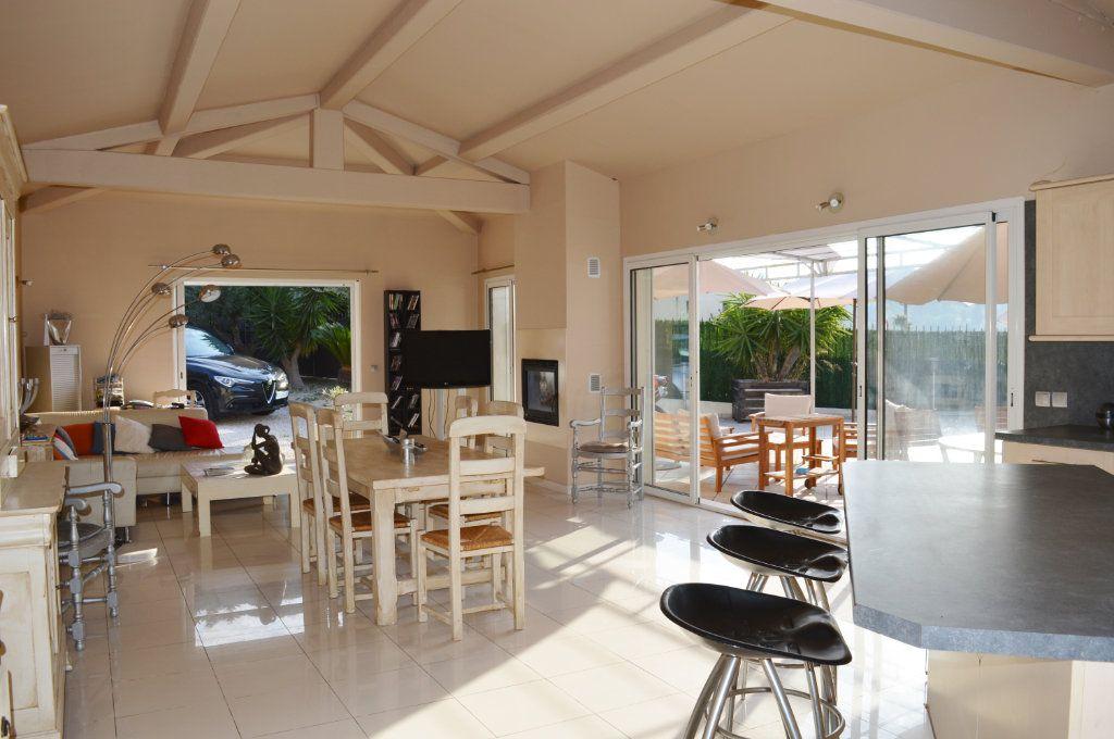 Maison à vendre 4 108.02m2 à La Colle-sur-Loup vignette-6