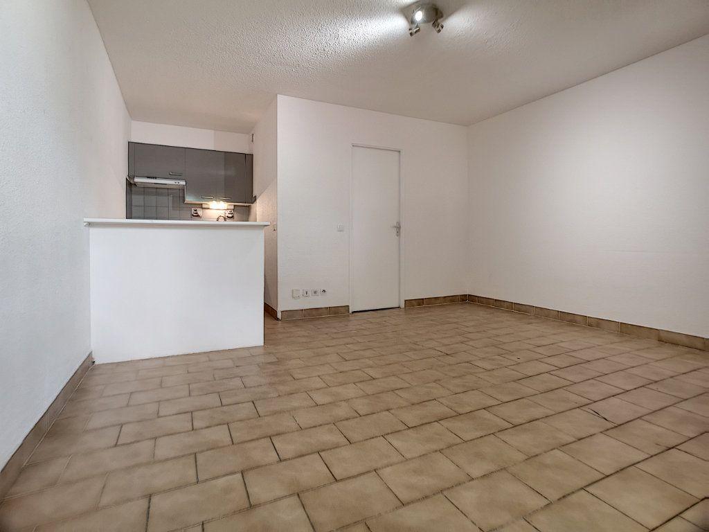 Appartement à louer 1 23.51m2 à Saint-Laurent-du-Var vignette-1