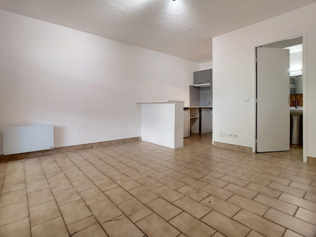 Appartement à louer 1 23.51m2 à Saint-Laurent-du-Var vignette-2