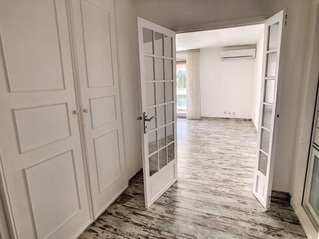 Appartement à vendre 3 86.6m2 à Saint-Laurent-du-Var vignette-2
