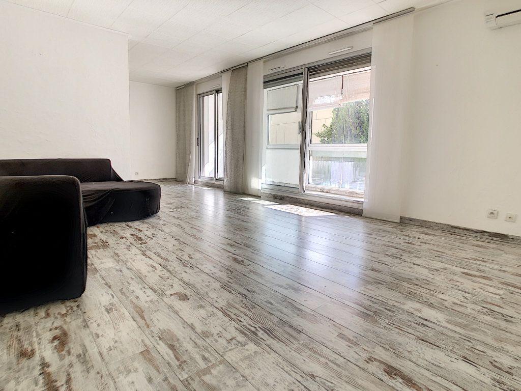 Appartement à vendre 3 86.6m2 à Saint-Laurent-du-Var vignette-3