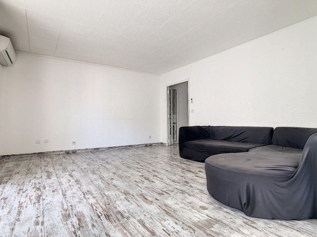 Appartement à vendre 3 86.6m2 à Saint-Laurent-du-Var vignette-6