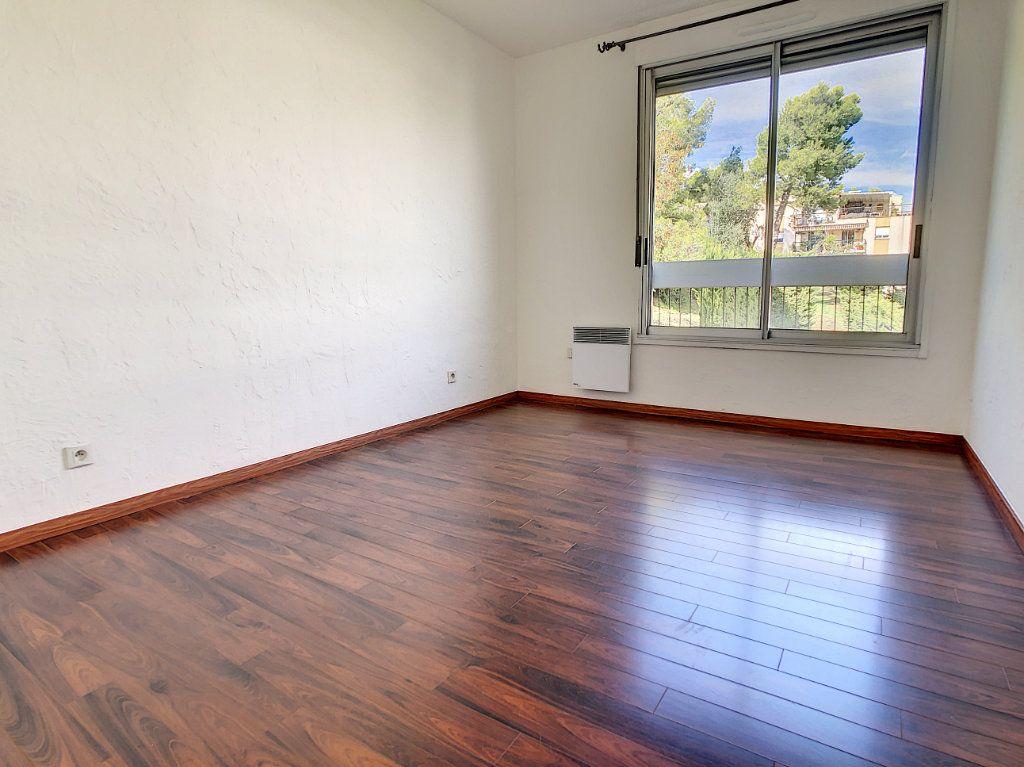 Appartement à vendre 3 86.6m2 à Saint-Laurent-du-Var vignette-7