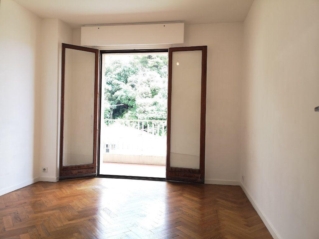 Appartement à louer 3 59.65m2 à Nice vignette-3