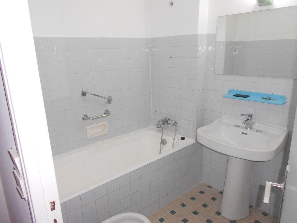 Appartement à louer 3 59.65m2 à Nice vignette-8