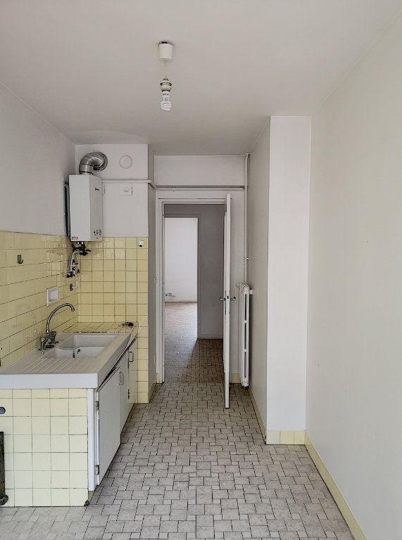 Appartement à louer 3 59.65m2 à Nice vignette-9