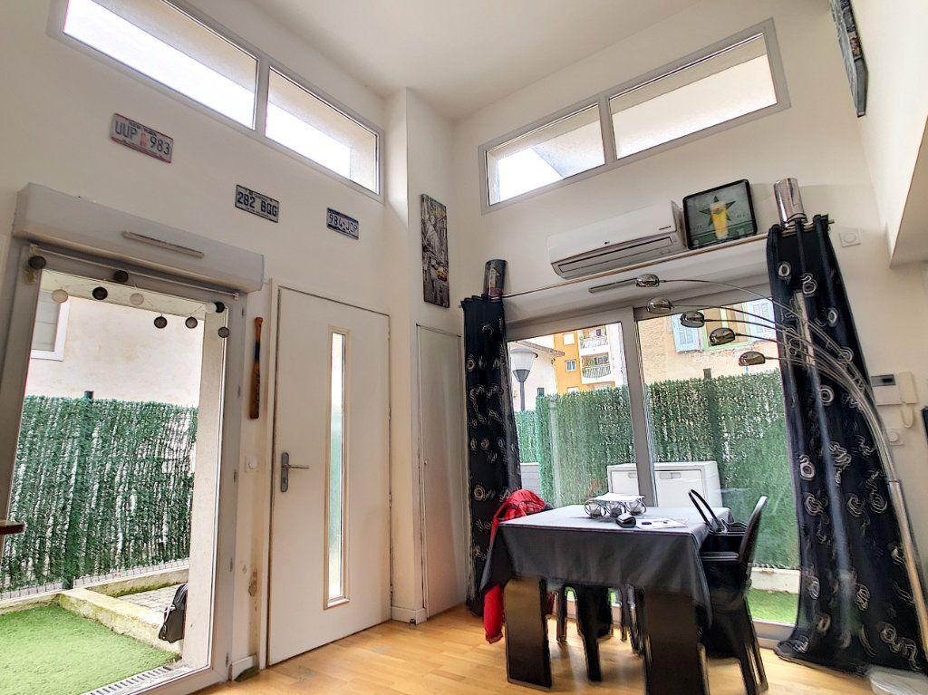 Appartement à vendre 3 62.81m2 à Cagnes-sur-Mer vignette-4