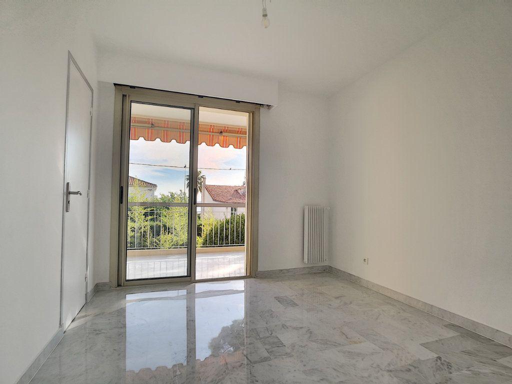 Appartement à louer 4 83.08m2 à Cagnes-sur-Mer vignette-4