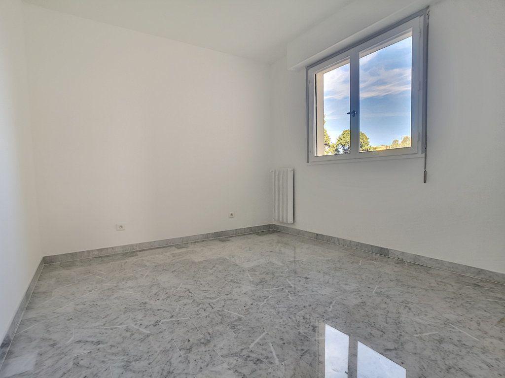 Appartement à louer 4 83.08m2 à Cagnes-sur-Mer vignette-6