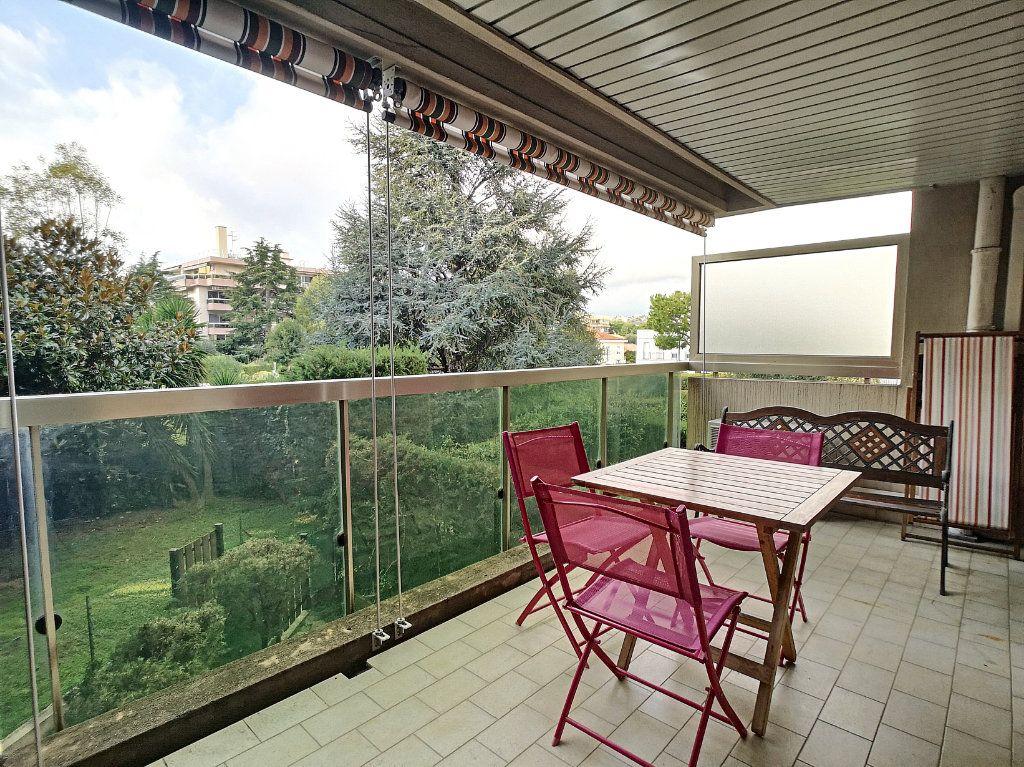 Appartement à louer 1 29.25m2 à Saint-Laurent-du-Var vignette-1