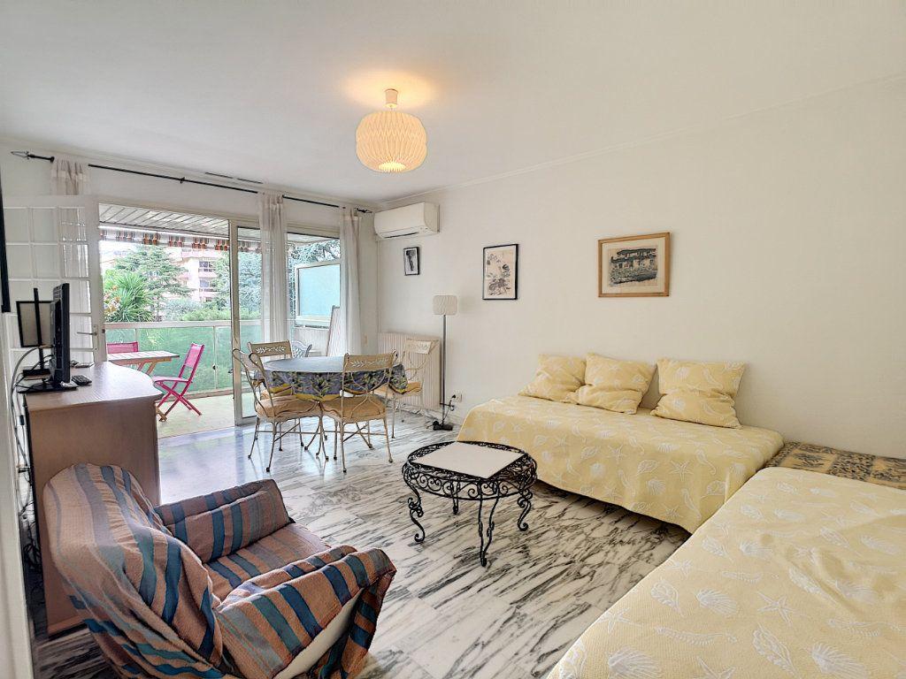 Appartement à louer 1 29.25m2 à Saint-Laurent-du-Var vignette-2