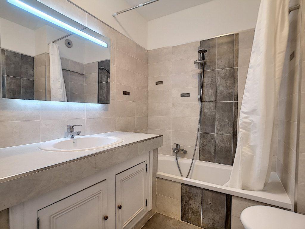Appartement à louer 1 29.25m2 à Saint-Laurent-du-Var vignette-3