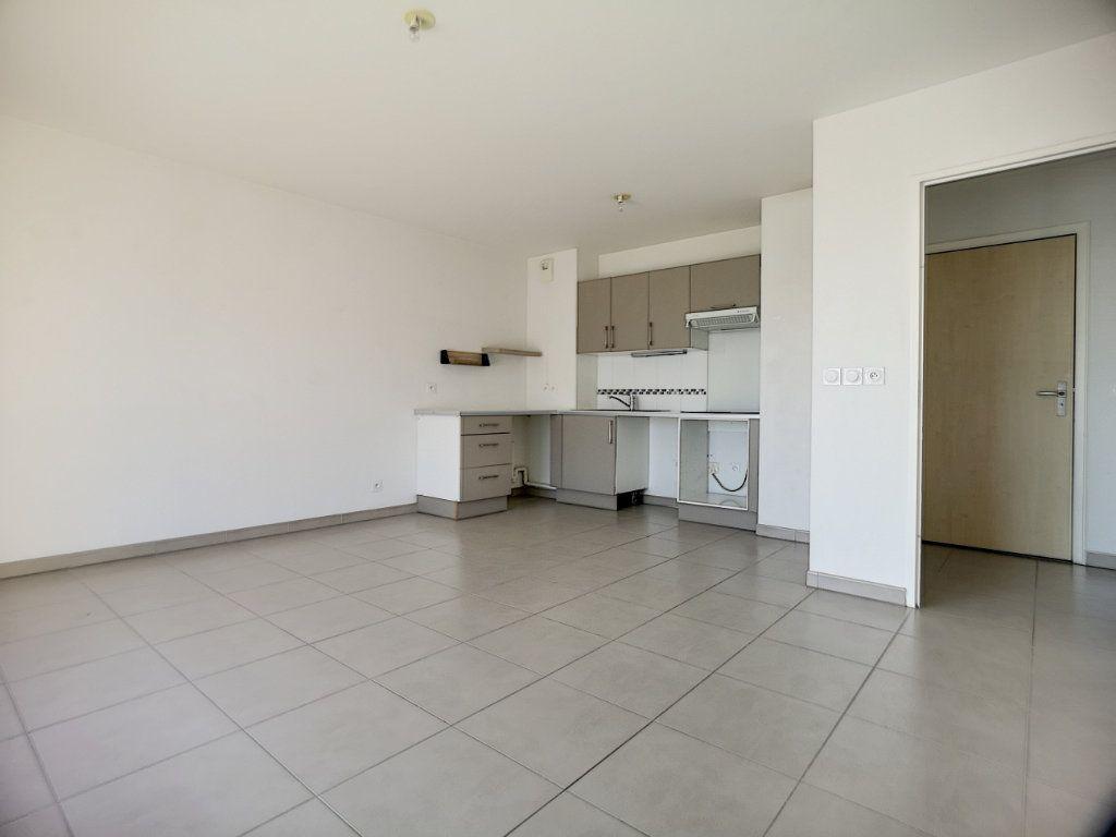 Appartement à louer 2 44.54m2 à Saint-Laurent-du-Var vignette-2